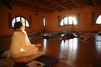 https://sites.google.com/site/institutoessen/formacion/eventos/Retiro%20yoga-2015-3.jpg